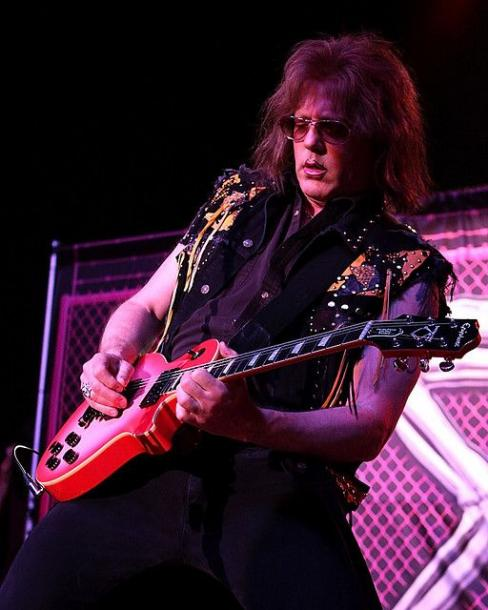 photo-jay-jay-french-guitarist-twisted-sister-_18