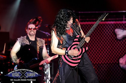 photo-eddie-ojeda-fingers-guitarist-twisted-sister-_6