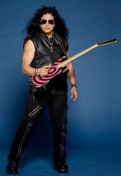 photo-eddie-ojeda-fingers-guitarist-twisted-sister-_21