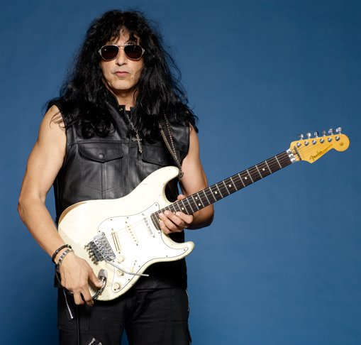 photo-eddie-ojeda-fingers-guitarist-twisted-sister-_22