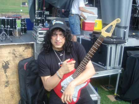 photo-eddie-ojeda-fingers-guitarist-twisted-sister-_27