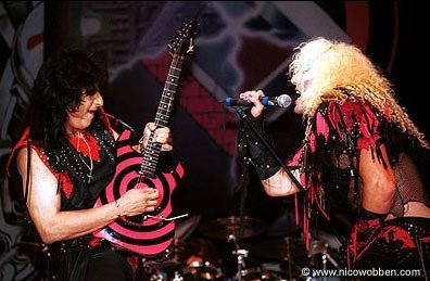 photo-eddie-ojeda-fingers-guitarist-twisted-sister-_31