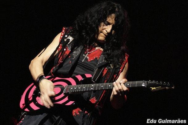 photo-eddie-ojeda-fingers-guitarist-twisted-sister-_9