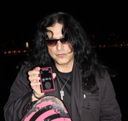 photo-eddie-ojeda-fingers-guitarist-twisted-sister-_19