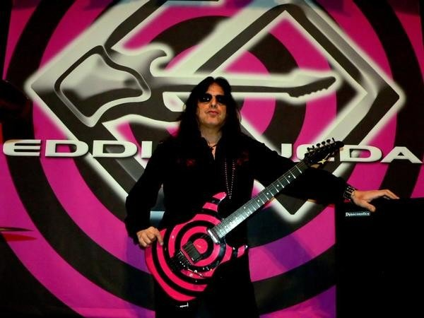 photo-eddie-ojeda-fingers-guitarist-twisted-sister-_40