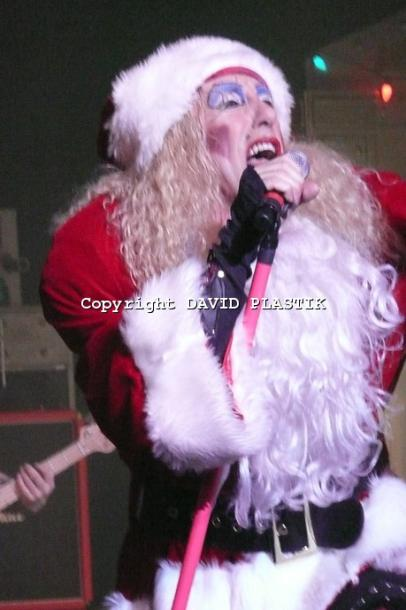 twisted-sister-live-twisted-christmas-photo--_10