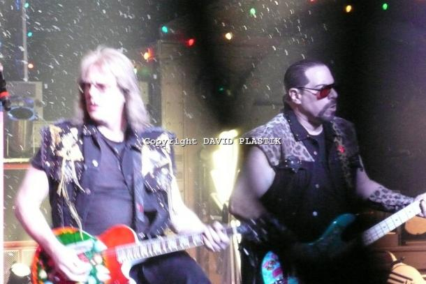 twisted-sister-live-twisted-christmas-photo--_16