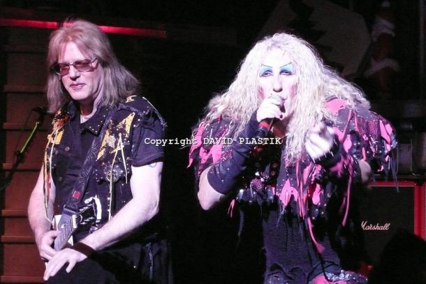 twisted-sister-live-twisted-christmas-photo--_22