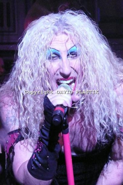 twisted-sister-live-twisted-christmas-photo--_25