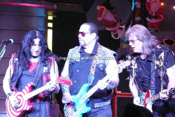 twisted-sister-live-twisted-christmas-photo--_28