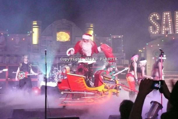 twisted-sister-live-twisted-christmas-photo--_2