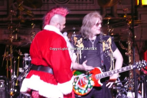 twisted-sister-live-twisted-christmas-photo--_58