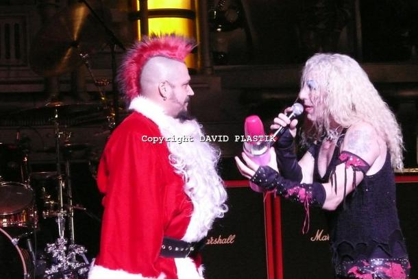 twisted-sister-live-twisted-christmas-photo--_63