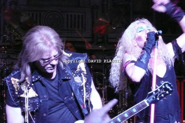 twisted-sister-live-twisted-christmas-photo--_26
