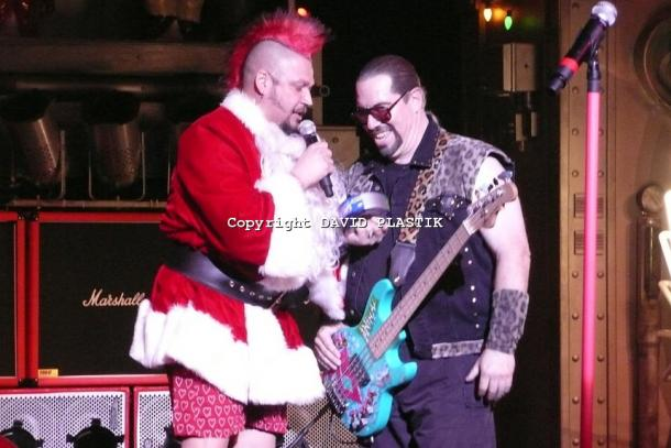 twisted-sister-live-twisted-christmas-photo--_55