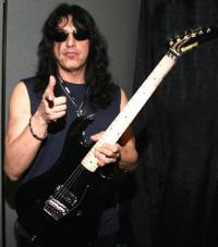 photo-eddie-ojeda-fingers-guitarist-twisted-sister-_13