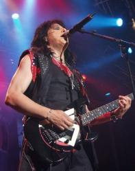 photo-eddie-ojeda-fingers-guitarist-twisted-sister-_28